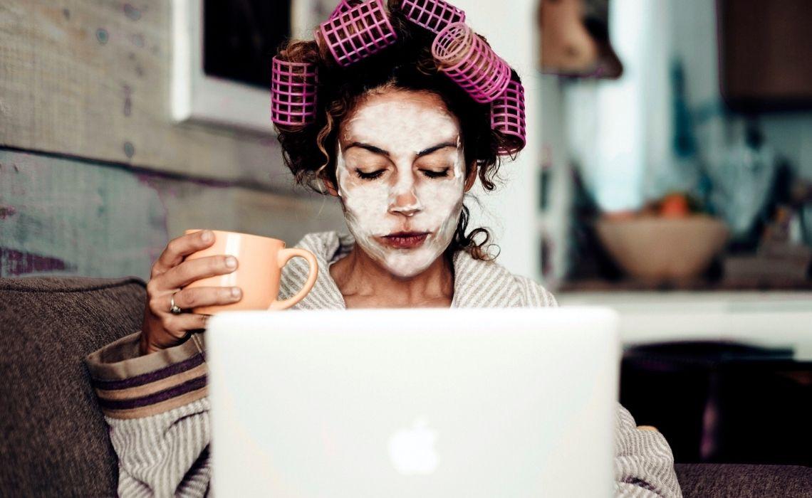Smart working in pigiama: perché fa male alla concentrazione